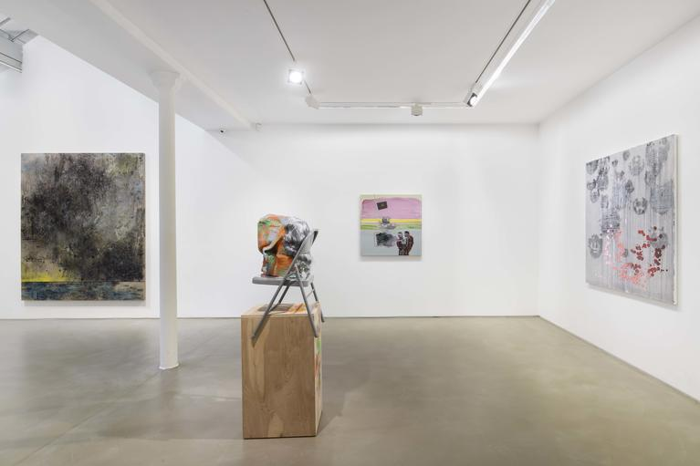 Greene Naftali Gallery at Galerie Chantal Crousel: Arrangement in Gray, vue d'exposition, Galerie Chantal Crousel, 2020. Courtoisie des artistes et Greene Naftali Gallery, New York. Photo : Martin Argyroglo.